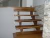 Schody drewniane nad kominkiem