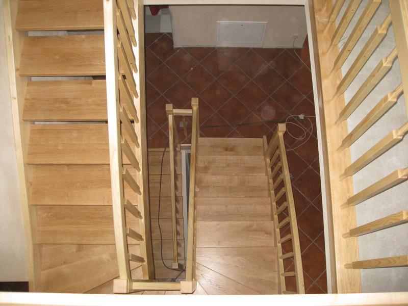 Klatka schodowa - schody drewniane